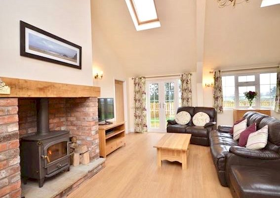 Self-catering Cottages - Hill House Farm in Cheshire - Book
